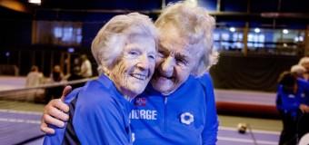 Filmanmeldelse: Optimisterne – Norsk film om volleyball-spillende bedstemødre er en hyldest til alderdommen og livet