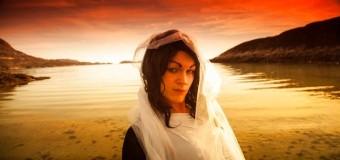 Filmanmeldelse: Eskimo Diva – På indlandsisen i høje hæle