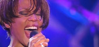 Filmanmeldelse: Whitney-dokumentar vælger den kulørte udgave af poplegendens liv