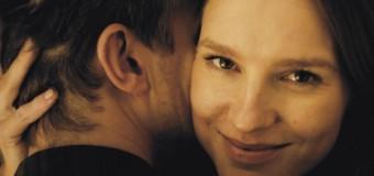 Filmanmeldelse: En frygtelig kvinde – Højaktuel satire om kvinder der krænker mænd
