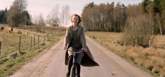 Filmanmeldelse: Unge Astrid – Dybt, hjertegribende portræt af Pippi Langstrømpes mor som alenemor