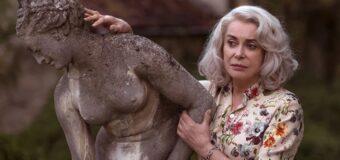 Filmanmeldelse: Claire Darling – Catherine Deneuve stråler med gråt hår