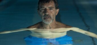 Filmanmeldelse: Smerte og ære – Mesterlig Almodovar spejler sig selv i ny film