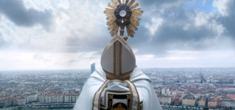 Filmanmeldelse: Gud være lovet – Fransk films legebarn laver rystende drama om katolsk overgreb