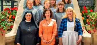 Filmanmeldelse: Den gode hustru – Juliette Bionche lyser op i sød, fransk film om kvindefrigørelse