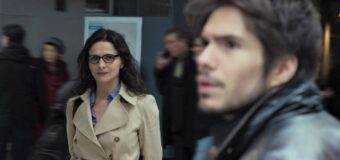 Filmanmeldelse: Forført – Juliette Binoche som midaldrende kvinde på jagt på internettet